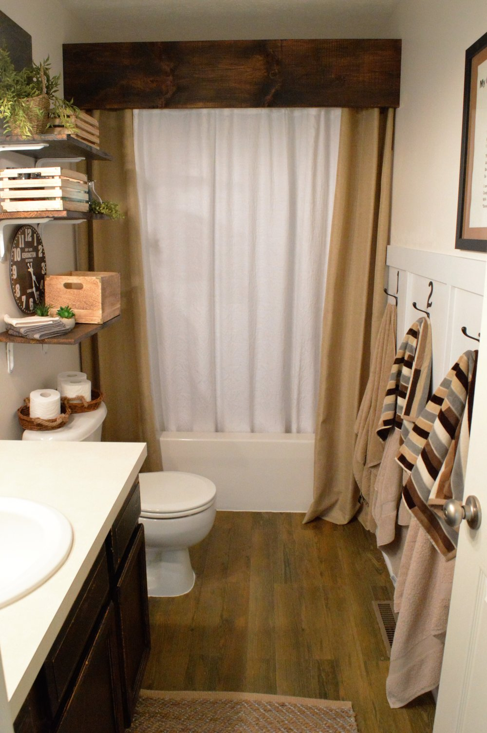 FarmhouseStyleDIYBathroom