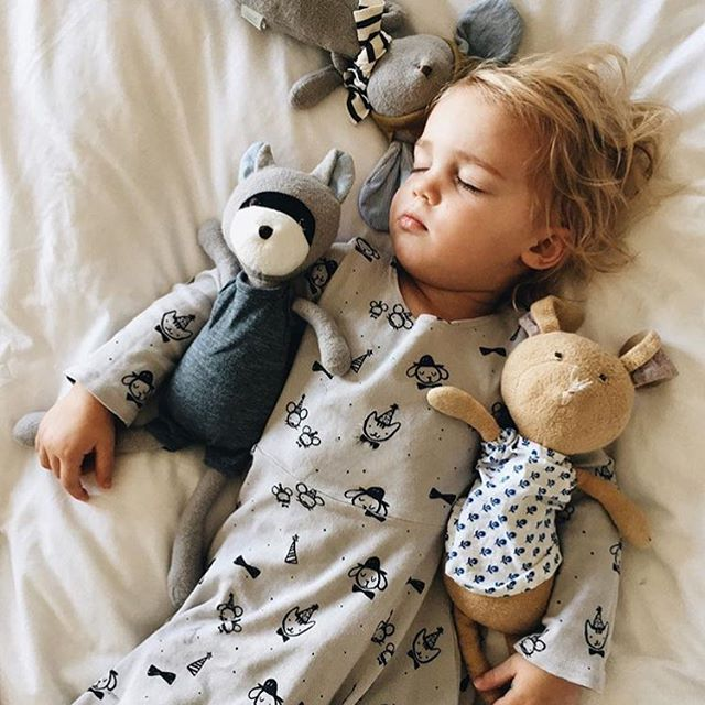 It's cold outside. Snuggle up to your little loves. // Follow @kcstauffer for more 😍 #babylife