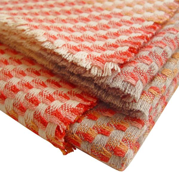 CORAL THROW DETAIL