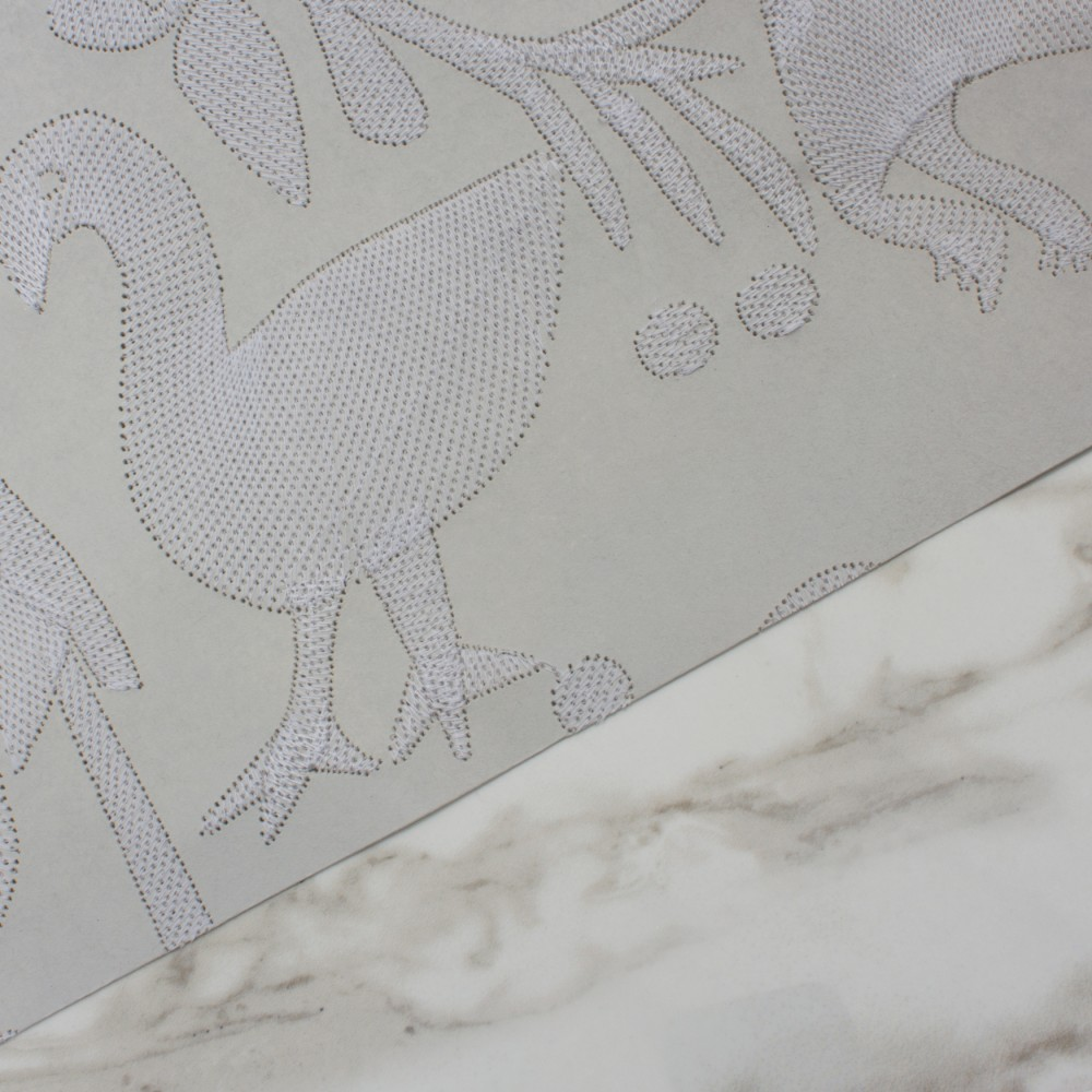 Aves - Grey detail