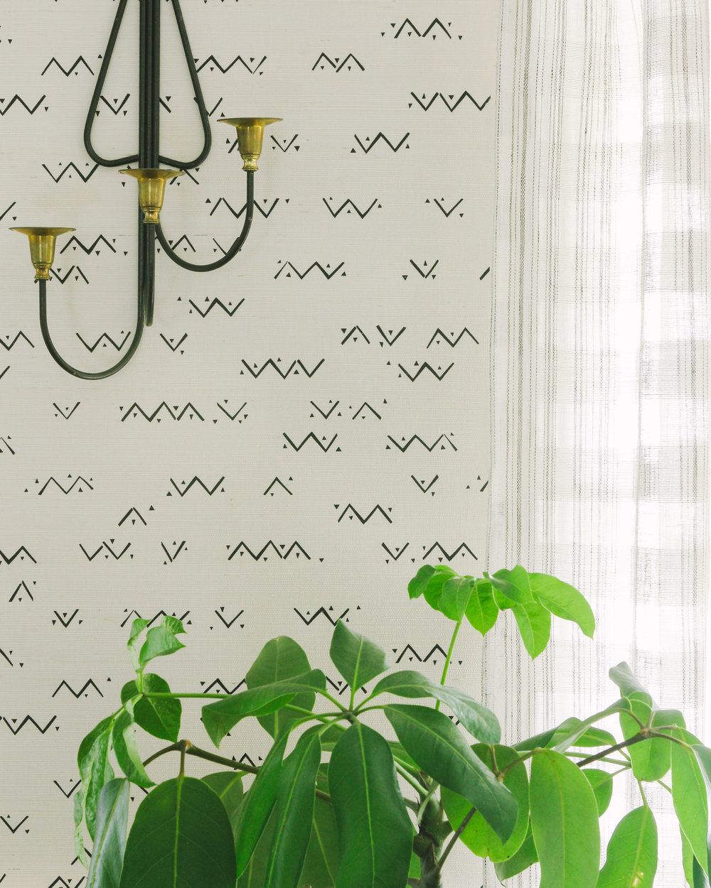 Loxo Onyx Grasscloth Wallpaper Install