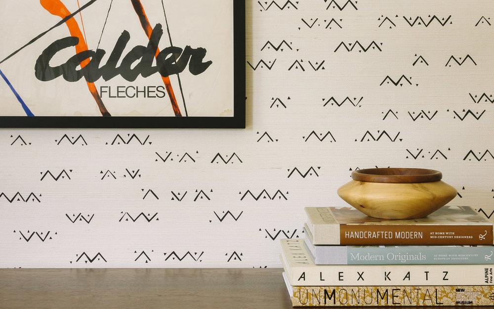 Loxo Onyx Grasscloth Wallpaper Install