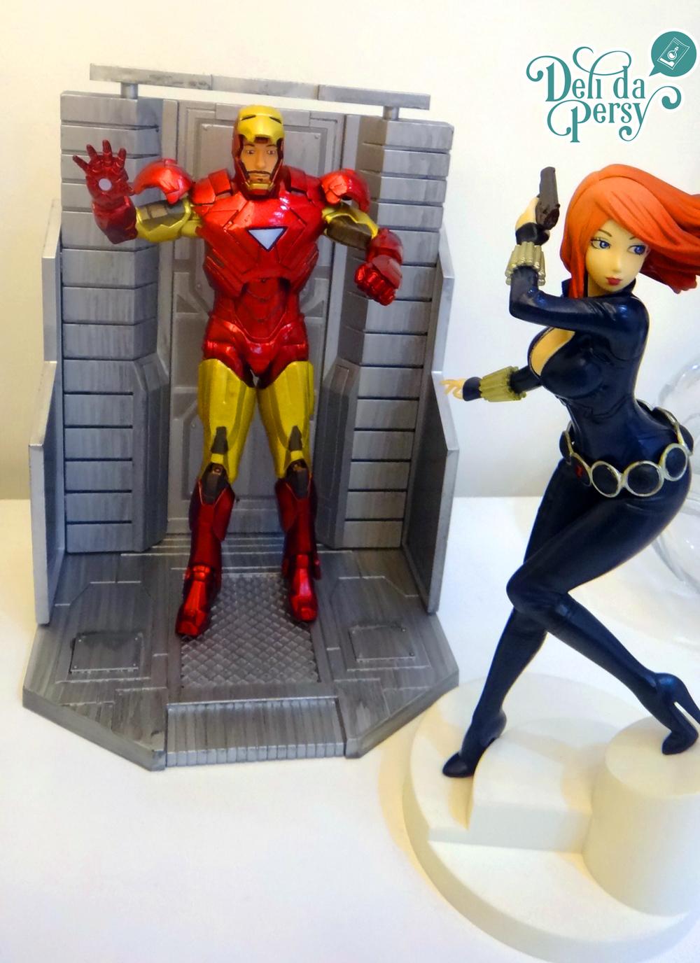 Iron-Man é um exemplo de Action Figure e a Viúva Negra é um exemplo de Figure.