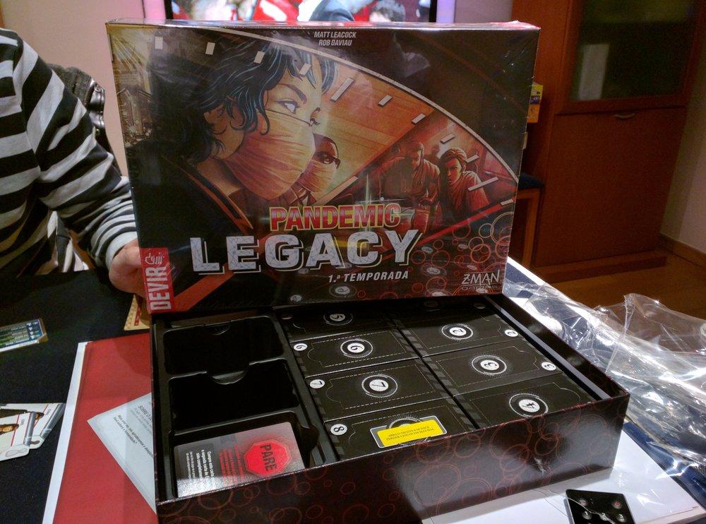 Pandemic Legacy versão Devir #DeliDaPersy #boardgame #pandemiclegacy #devirbrasil