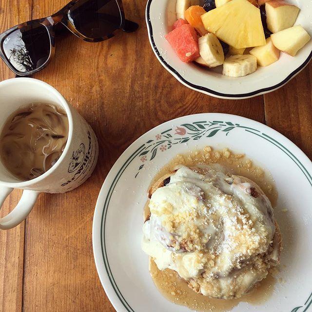Friday breakfast in Maui - Macadamia cinnamon bun 😍