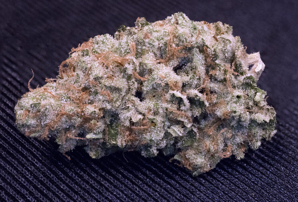 SideTracked: 27 - 30% THC  Indica 35% | Sativa 65%