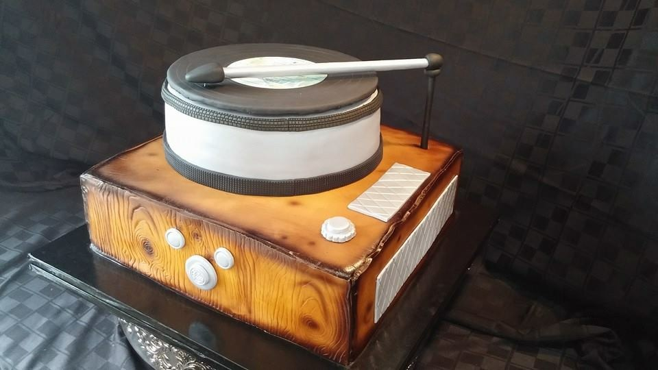 Record Player cake - La Petite Confections.JPG