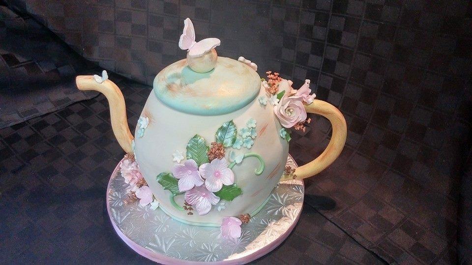 Teapot Cake - La Petite Confections.JPG