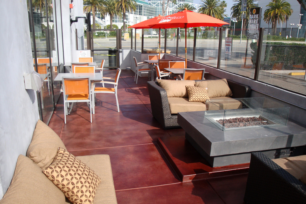 Hooters Patio 5.jpg