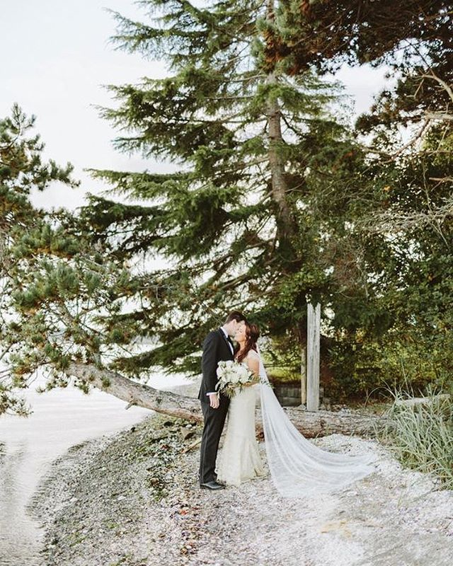 Happy Anniversary to these cuties! We can't believe it has been a year since that gorgeous day at @kianalodge ❤️ #pipersforlifers 📷 @benjhaisch 🌸 @butterandbloom  @thedresstheory  @hannahbushmakeup  #seattleweddingplanner #eventdesign #huffpostido #seattlebride #beach #nature
