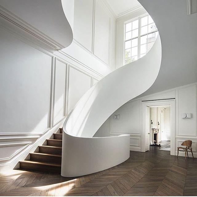 Love this sexy stair. Be bold! . #stairdesign #allwhiteinterior #herringbonefloor #timberfloor #sexystair #kajainspired #kajaloves #stunninghome #designyourspace #sydneyinteriordesign #bostontownhouse  @stevenharrisarchitects love it!