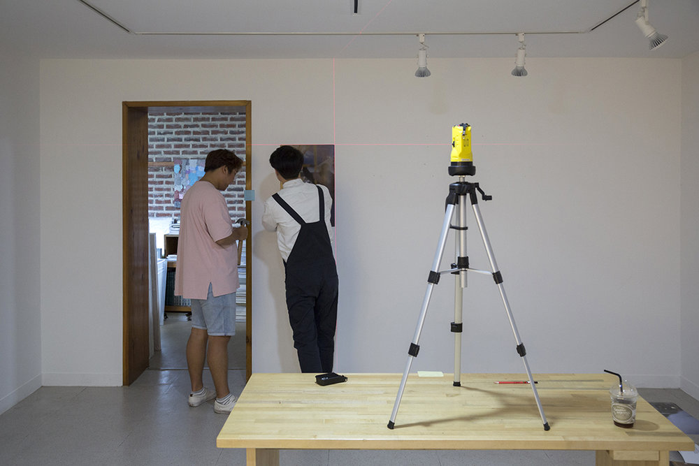 Installation shot at the Dong-Won Gallery, Daegu.