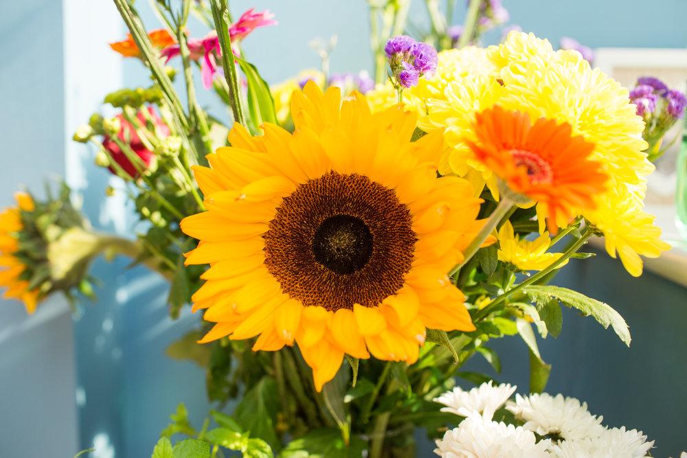 sunflower-bright-bouquet