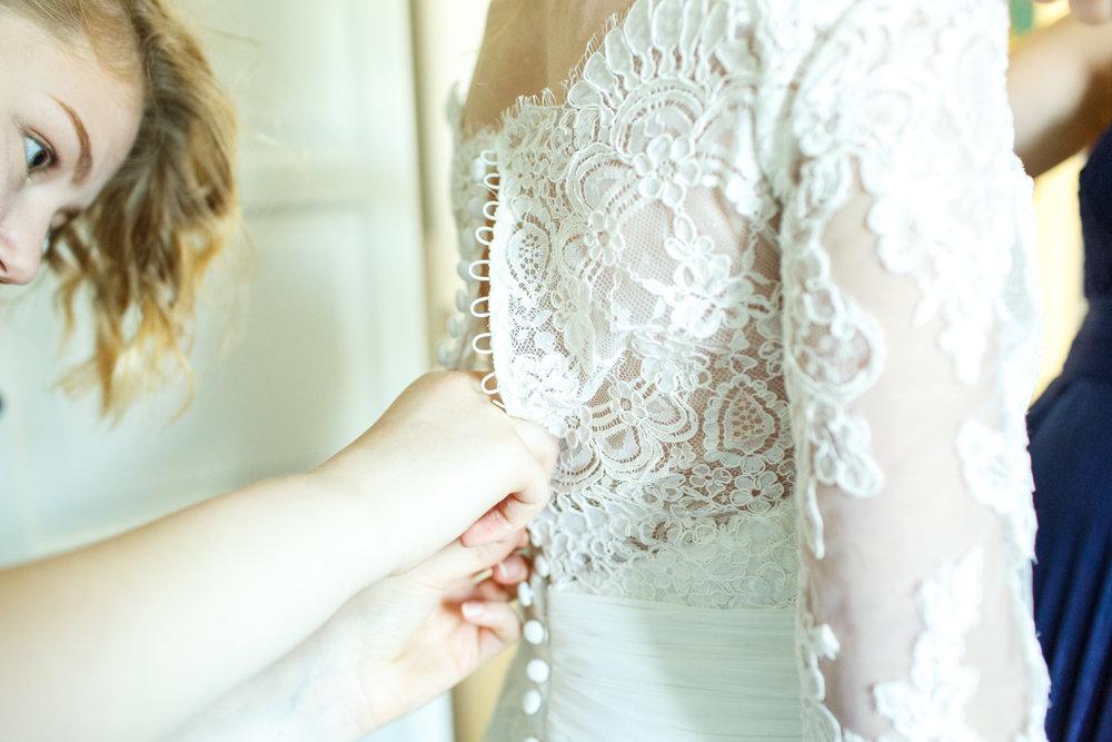 doing-up-wedding-dress