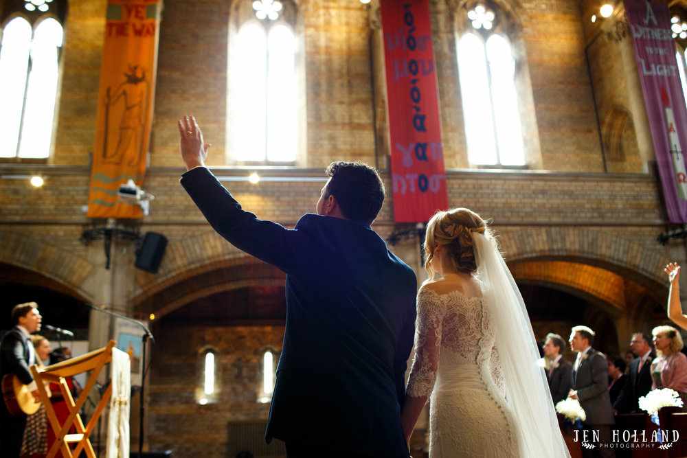 bride-and-groom-worshipping