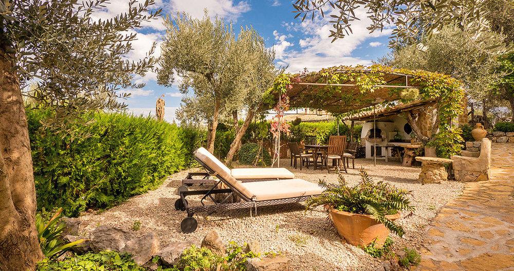 boutique-hotel-cas-xorc-room-cas_xorc_garden_cottage_2_terrace_a1.jpg