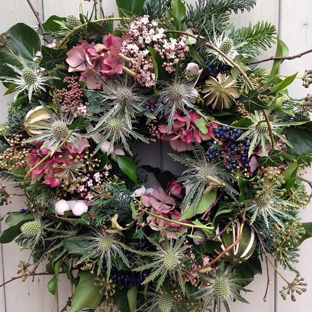 I think I'll keep this one for my gate!! #christmaswreath #hydrangea #thistle #feelingfestive #naturalwreath