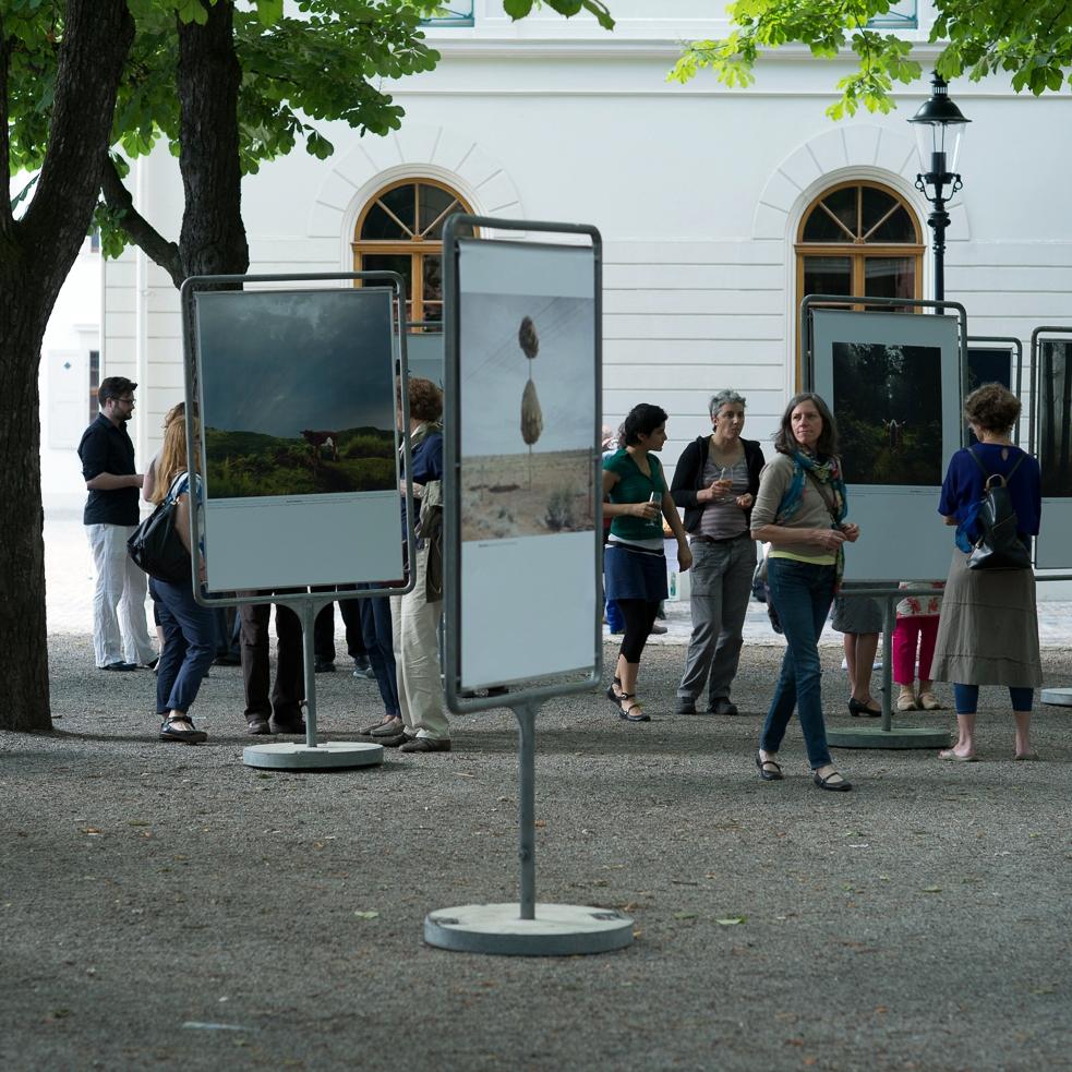 Ausstellungsansicht_Münsterplatz_Basel_POPCAP13_Vernissage_08.jpg