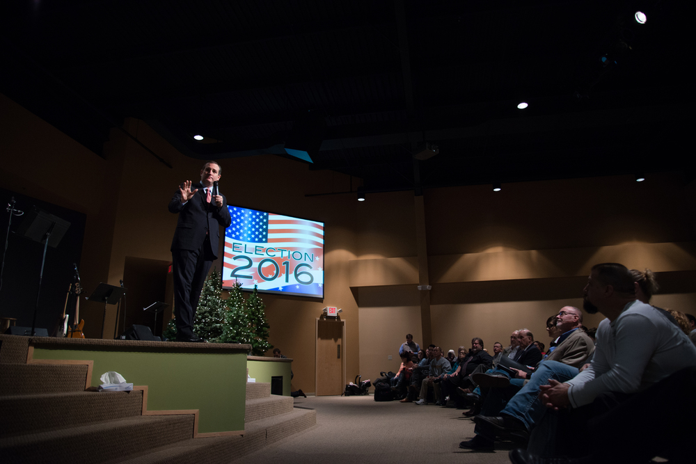 Republican presidential candidate Ted Cruzaddresses worshippers during a Sunday morning serviceat Christian Life Assembly church in Des Moines, Iowa, on Nov. 29, 2015.