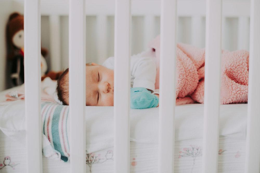 crib--newborn-lifestyle-photography6.jpg