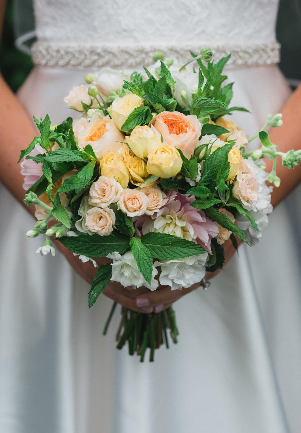 maureen_evan_bridal_wedding_bouquet_by morrice_florist_marthas_vineyard-3175.jpg