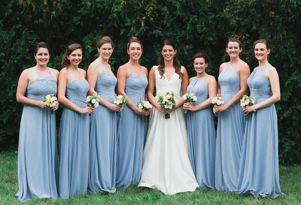maureen_evan_wedding_marthas_vineyard_bride_with_bridesmaids-3183.jpg