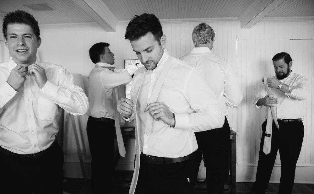 maureen_evan_wedding_marthas_vineyard_getting_ready-4940.jpg