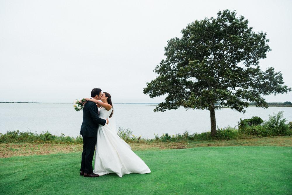 maureen_evan_wedding_first_look_farm_neck_marthas_vineyard-3341.jpg