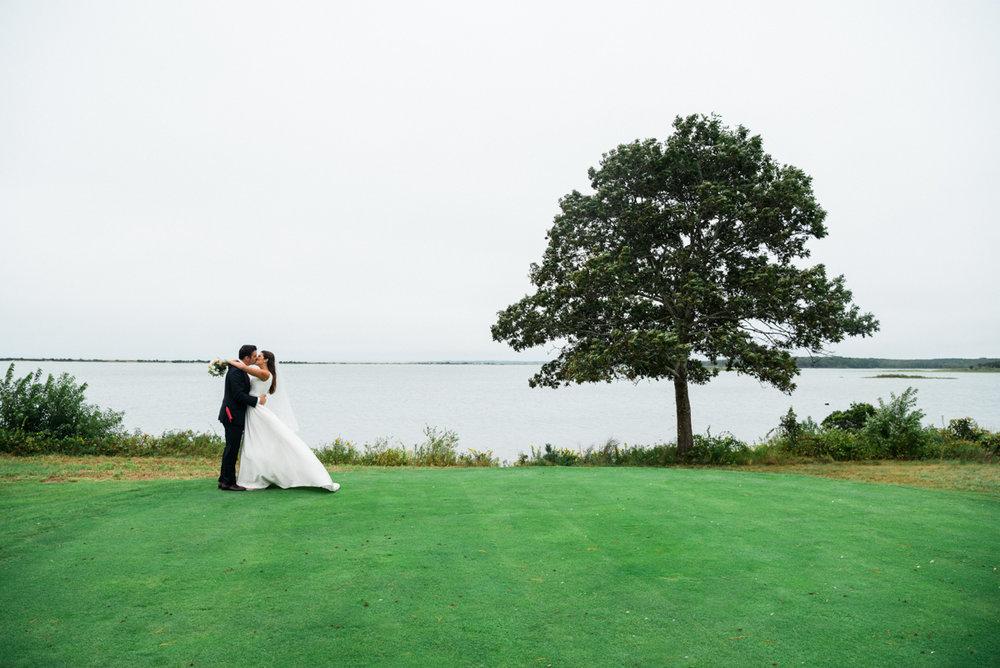 maureen_evan_wedding_fist_look_farm_neck_marthas_vineyard-3362.jpg