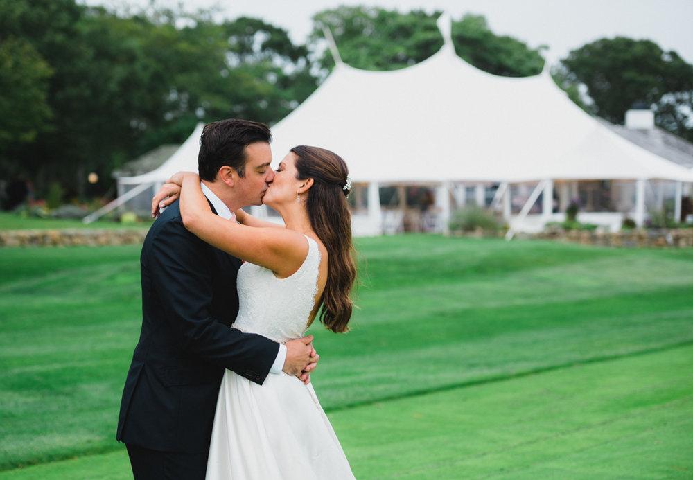maureen_evan_wedding_marthas_vineyard-9964_bride_groom_farm_neck_golf_club.jpg