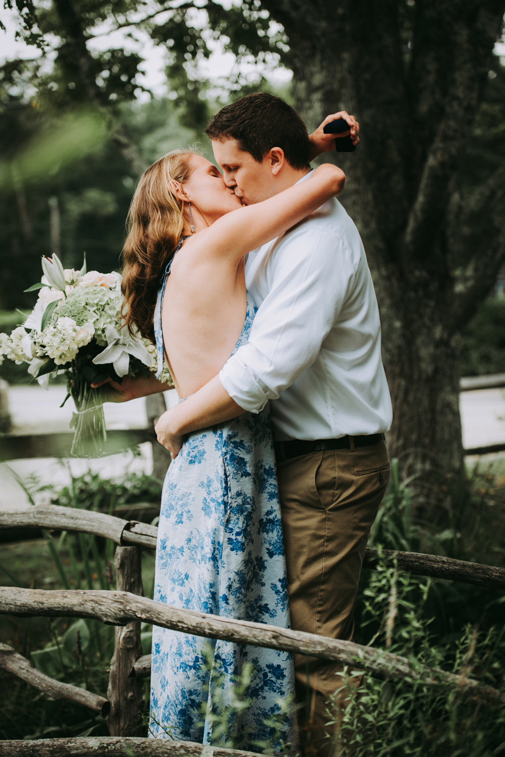 hilary_brian_engagement_kiss_marthas_vineyard-3623.jpg