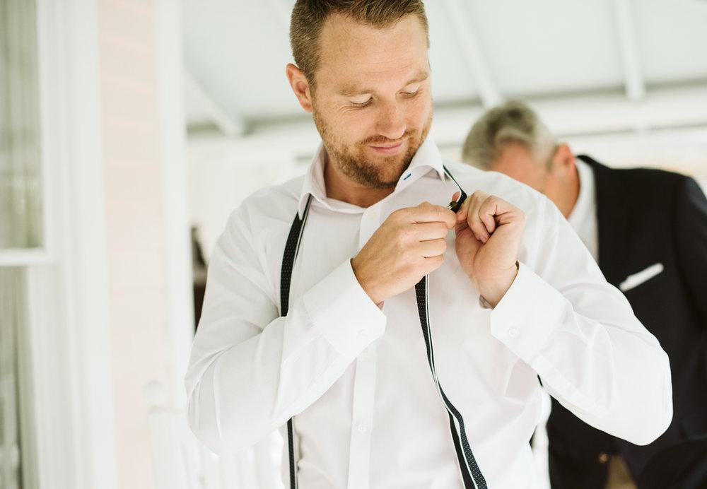 groom_getting_ready_DSC_1246.jpg