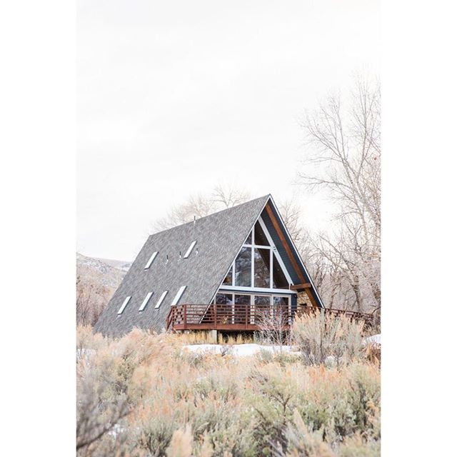 Who wants to hole up and hibernate in a lovely A-Frame for the next few months? Me! 🦔 Inspiration via A-Frame Haus