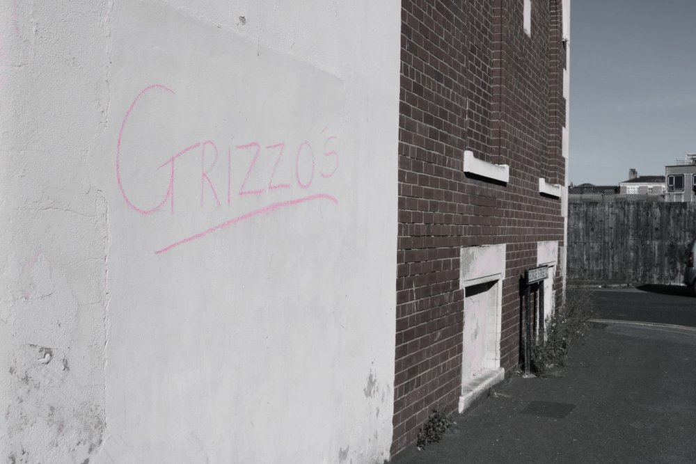 The only clue that you're at the right place: the mysterious Grizzo's