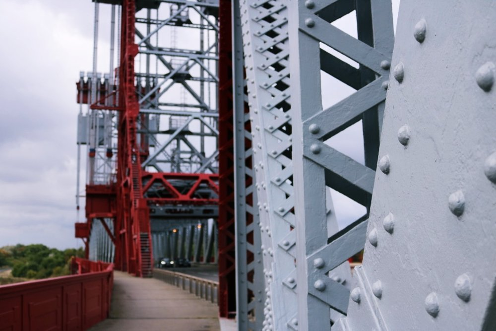 Getting up close and personal: a symphony of cross-girders, trusses, dolphin timbers and paint