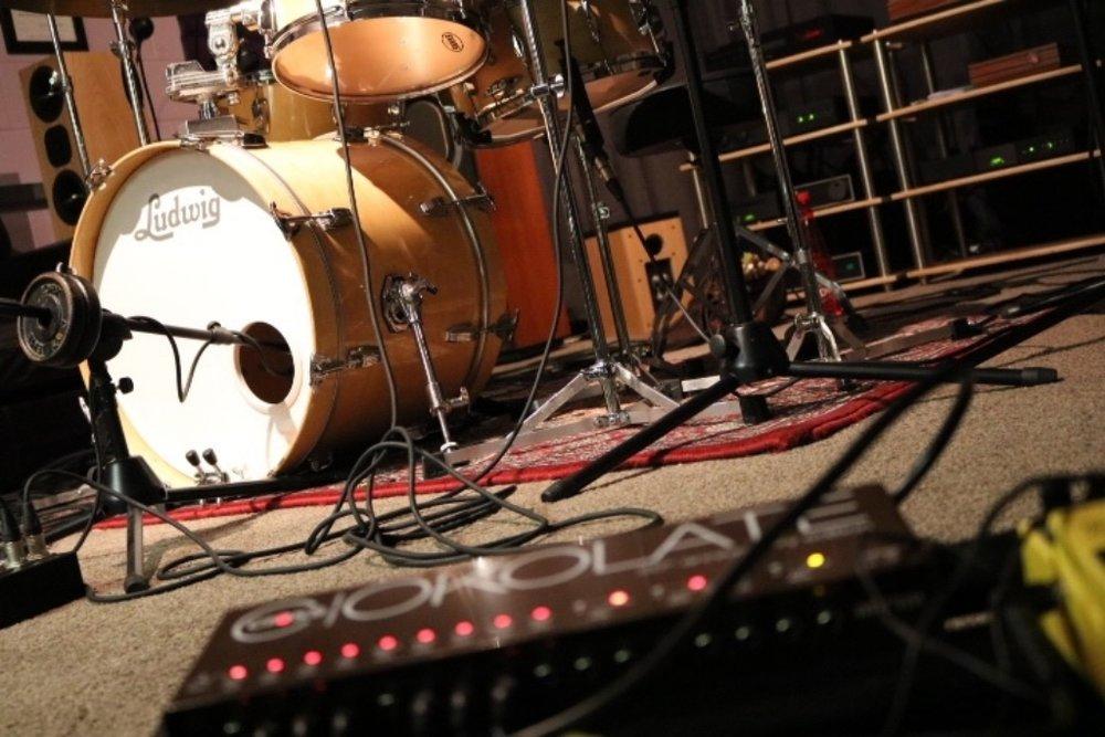Drum and bass guitar recording setup