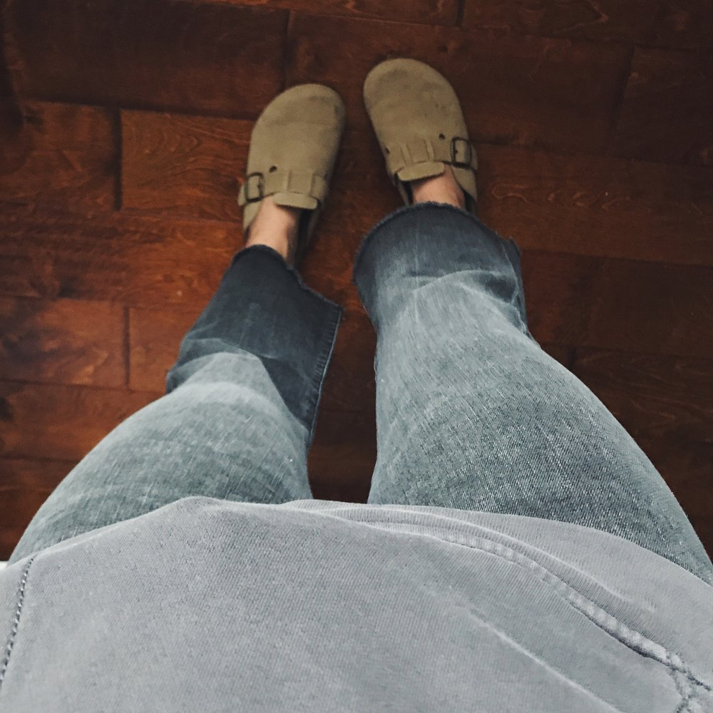 Jeans     Sweatshirt  ,  Option 2    Shoes