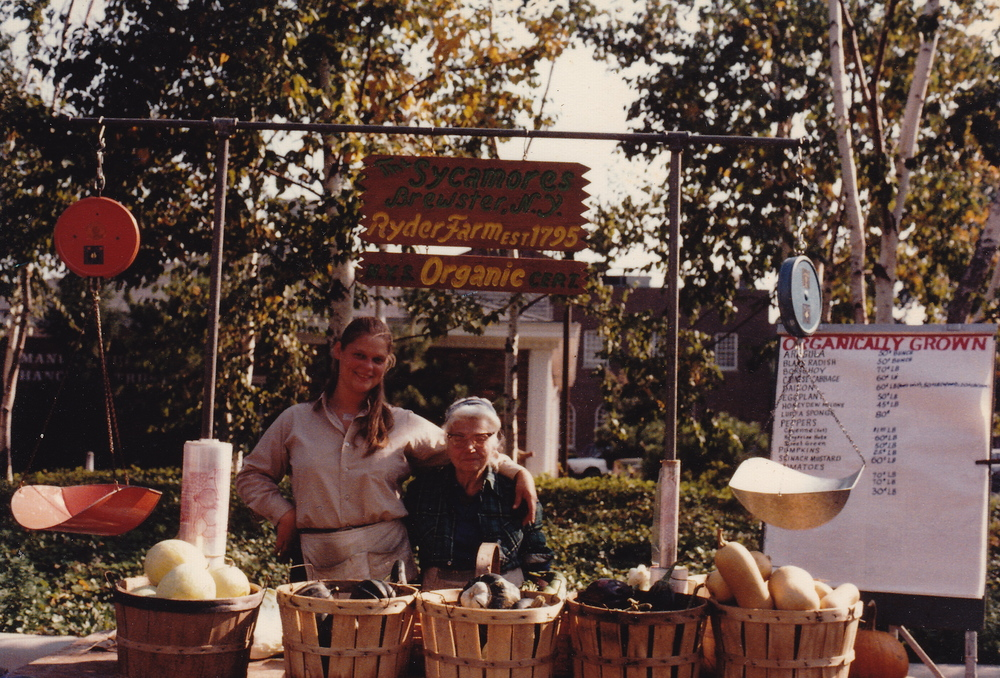 Betsey Ryder and Dorrie O'Brien at New Rochelle Market, 1981