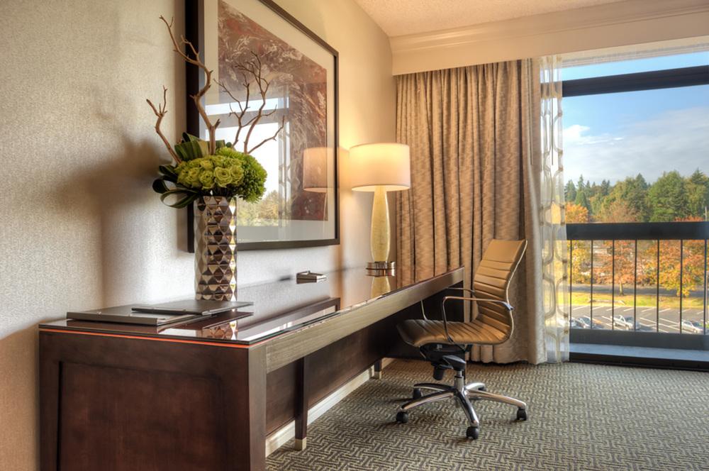 20-Guestroom_Desk.jpg