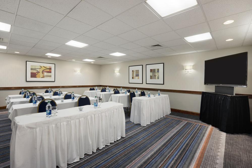 7-Public Areas_Meeting Room1.jpg