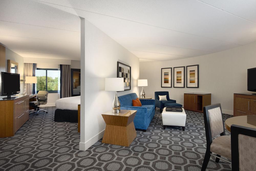 11-Guestroom-Corner Suite.jpg