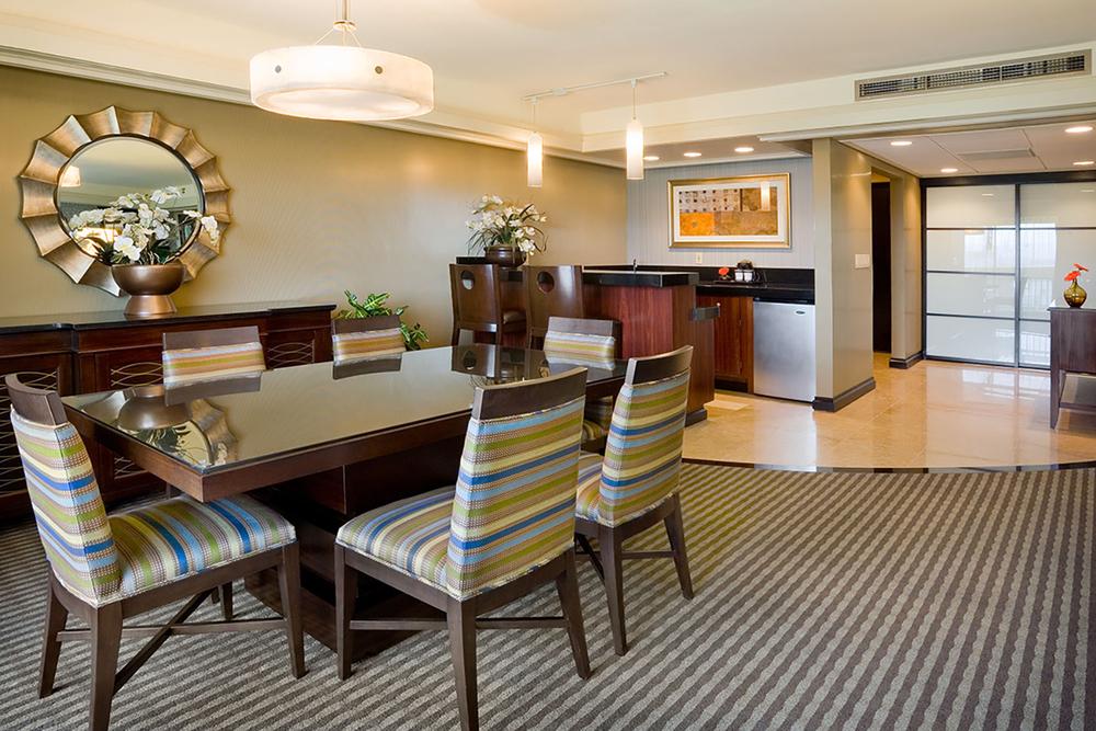 Presidential Suite_Dining.jpg