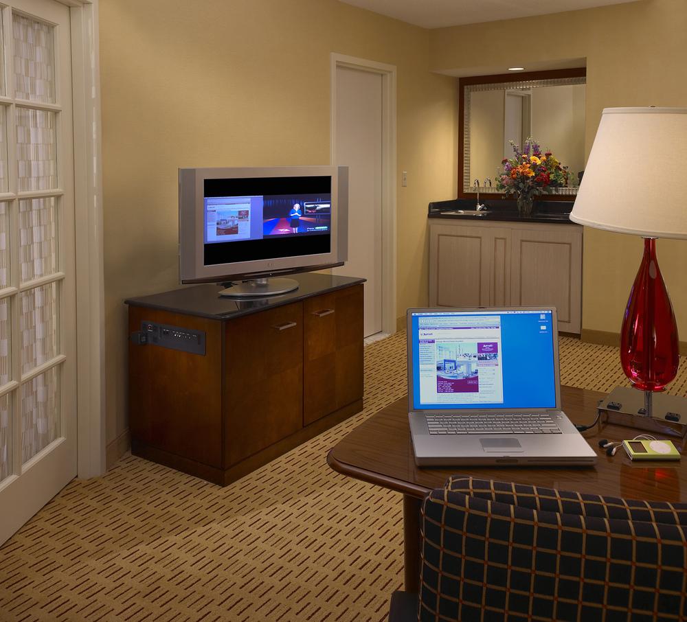 13-Guest Suite.jpg