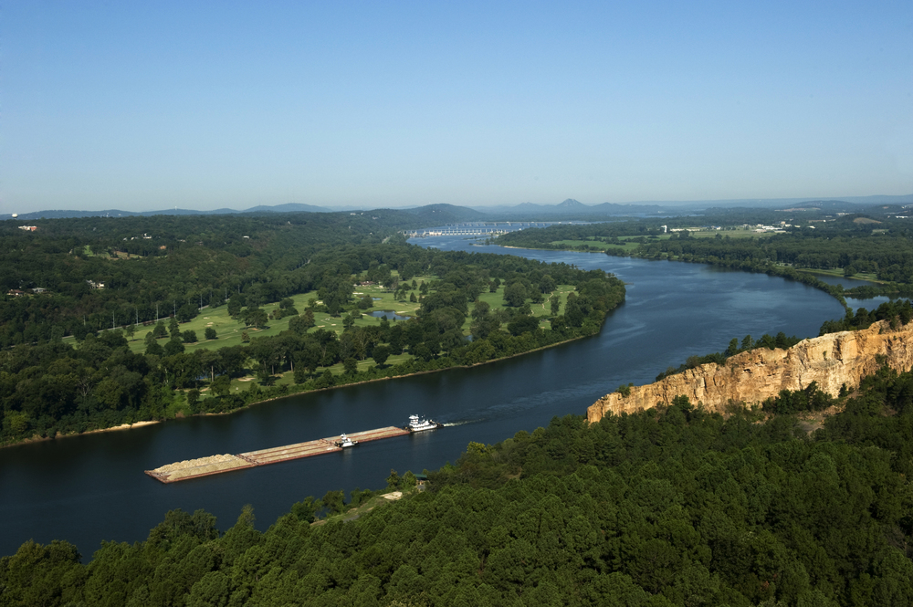 Arkansas_River_Barge_North_Little_Rock_6778.jpg