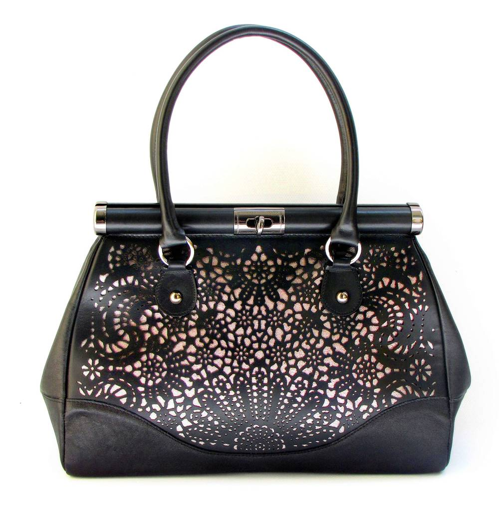 usnjena-ženska-damska-torbica-z-lasersko-čipko.jpg