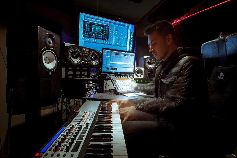 AJ-Sorello-seattle-dj-producer-grappa-seattle-keyboard.jpg