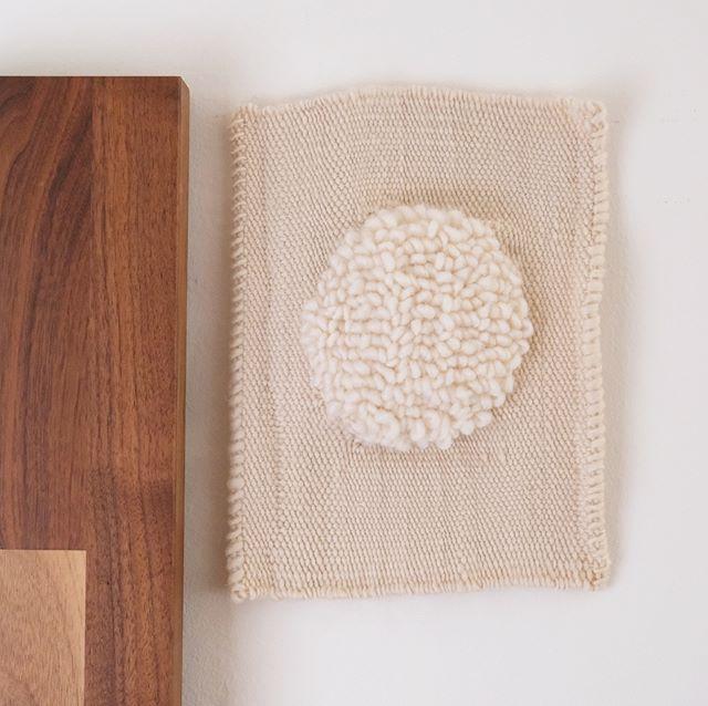 off the loom✨ #afternoonswimtextile . . #textileart #fiberart #textiledesign #handwoven #weavingart #walltapestry #wovenwallhanging #texture #homedecor #studiovibes