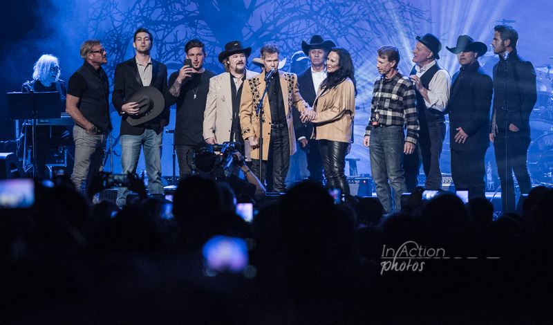 Phil Vassar, William Michael Morgan, Michael Ray, Travis Tritt, Randy Travis, Neal McCoy, Mary Travis, Ricky Traywick, Collin Raye, Shane Owens & Chuck Wicks  © In Action Photos/Chad Johnson
