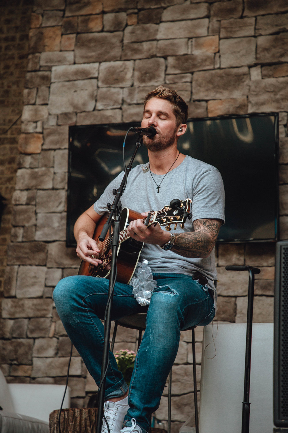 Photo 2:   BRETT YOUNG  performs an acoustic set of hits.  Photo credit: Brooke Greenberg