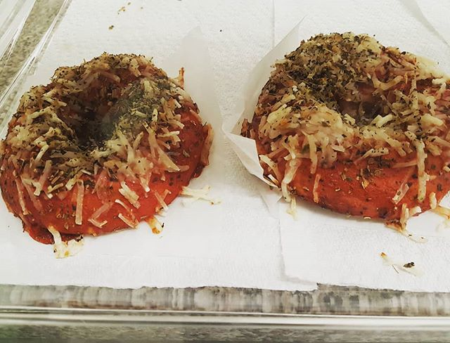 We've got these amazing #vegan pizza bagels from @delishglutenfree at the Play Space today! So yummy... come on by we are open til 2pm!  #mapleridge #playcafe #pittmeadows #seediblescafe #plantbased